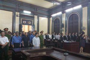 'Bà trùm' Hứa Thị Phấn vắng mặt, bỏ mặc 14 người thân hầu tòa