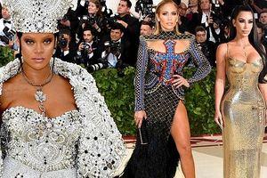 Kim Kardashian, Jennifer Lopez siêu gợi cảm trên thảm đỏ Met Gala 2018