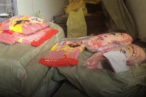 500kg vịt đông lạnh, xúc xích không rõ nguồn gốc bị thu giữ