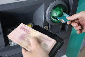 Tăng phí dịch vụ, các ngân hàng giải thích để bù đắp chi phí