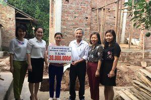 LĐLĐ huyện Hoài Đức bàn giao tiền hỗ trợ xây nhà 'Mái ấm công đoàn' cho đoàn viên