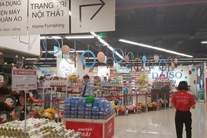 Hàng Trung Quốc 'khoác áo' Mumuso, Miniso... bày bán công khai giữa Hà Nội
