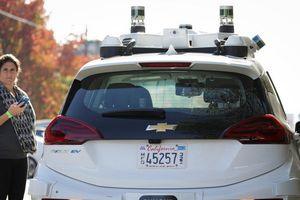 Dân California đột nhiên thích 'tấn công' xe tự lái