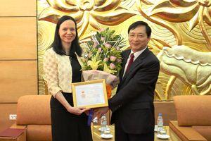 Trao Kỷ niệm chương tặng Đại sứ Ba Lan nhân dịp kết thúc nhiệm kỳ công tác tại Việt Nam