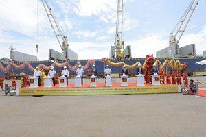Hoa Sen xuất khẩu lô hàng 15.000 tấn tôn đầu tiên từ cảng Quy Nhơn đi châu Âu