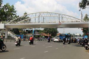 Ngắm cầu bộ hành 11 tỷ ở cửa ngõ sân bay Tân Sơn Nhất