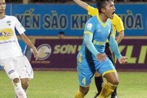 Bị tố bỏ tiền mua trọng tài, cầu thủ Khánh Hòa nói gì?