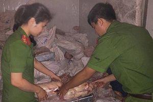 Cảnh sát phát hiện kho đông lạnh chứa gần 5 tấn thực phẩm bẩn