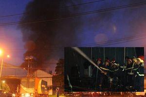 Cháy dữ dội tại kho chứa giấy vào lúc rạng sáng ở thành phố Hồ Chí Minh