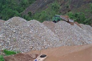Điện Biên: Doanh nghiệp 'phớt lờ' yêu cầu, cố tình đổ đá xuống lòng hồ thủy điện