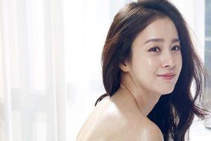 Tái xuất sau khi sinh em bé, Kim Tae Hee được ngợi khen là 'bà mẹ bỉm sữa đẹp nhất thế giới'