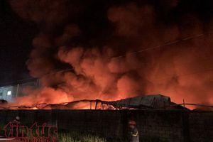 Cháy lớn tại công ty giấy trong Khu công nghiệp Vĩnh Lộc