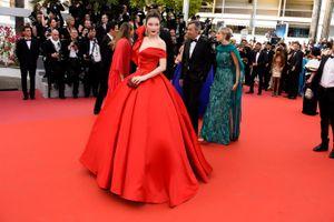 Lý Nhã Kỳ diện váy Lọ Lem trên thảm đỏ Cannes 2018