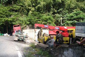 Tai nạn trên đèo Bảo Lộc, xe đầu kéo va chạm xe tải, 2 người nhập viện