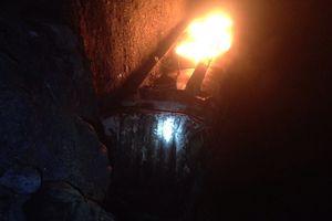 Xe bồn chở xăng cháy rụi trên đèo