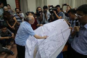 Người dân Thủ Thiêm trưng bản đồ 1/10.000 chứng minh không bị giải tỏa