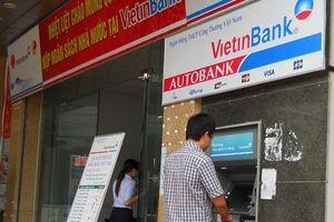 Dừng tăng phí rút tiền nội mạng ATM