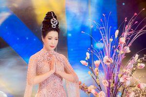 Á hậu Trịnh Kim Chi lạc vào cảnh bồng lai khi hát nhạc Phật