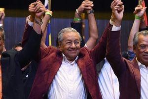 Cựu Thủ tướng Malaysia 'quay trở lại' với chiến thắng vang dội