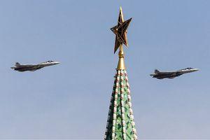 Xem Su-57 vần vũ trên Quảng trường Đỏ trong Ngày Chiến Thắng