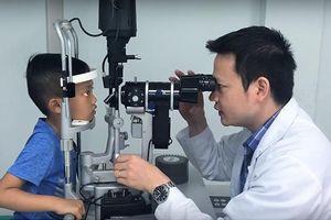Đáng lo ngại 3 triệu trẻ em Việt Nam mắc các tật khúc xạ mắt