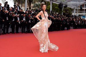 Chuyên gia tại Cannes đánh giá cao thời trang của Lý Nhã Kỳ
