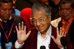 Ở tuổi 92, Mahathir bất ngờ chiến thắng trong tuyển cử Malaysia