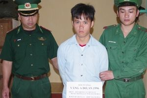 Bắt quả tang nhanh niên 'xách' 10 kg ma túy đá từ Lào