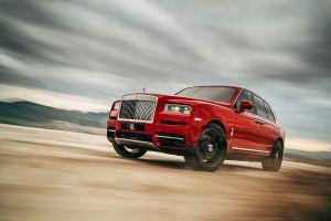 Mẫu SUV đầu tiên của Rolls-Royce vừa ra mắt có gì?