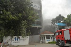 Cháy lớn tại bệnh viện Việt - Pháp, nhiều công nhân chạy thoát thân