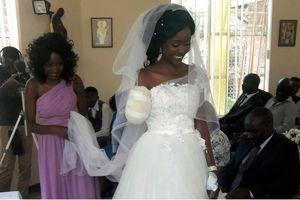 Cá sấu cắn đứt cánh tay cô dâu vẫn không cản trở được đám cưới