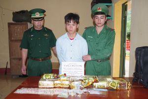 Thanh Hóa: Bắt đối tượng vận chuyển 10kg ma túy đá