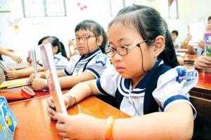 Khoảng 3 triệu trẻ mắc tật khúc xạ