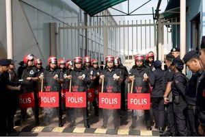Malaysia: Hàng chục người bao vây sân bay vì nghi cựu thủ tướng tránh cáo buộc tham nhũng