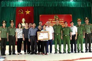 Chủ tịch nước tặng Huân chương Dũng cảm cho Thiếu úy Bùi Minh Quý