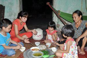 Hà Nội: Chia sẻ với nữ công nhân giữa 'muôn trùng khó'