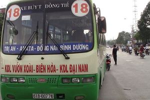Xe buýt cán qua người khiến 2 thiếu nữ nguy kịch