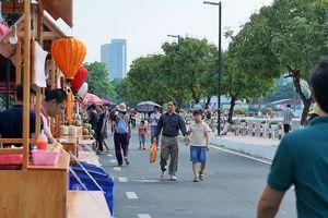 Người dân Thủ đô và du khách hào hứng khám phá phố đi bộ Trịnh Công Sơn