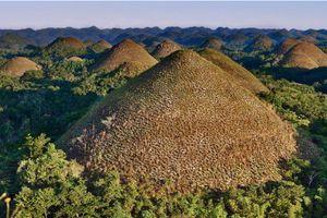 Những ngọn đồi chocolate siêu lạ ở Philippines