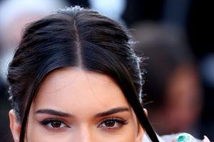 Cannes ngày 5: Khoe vòng 1, Kendall Jenner lộ vết thẩm mỹ
