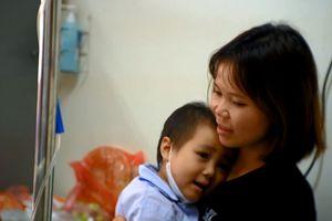 Hành trình chống chọi với bệnh ung thư máu của cô bé 5 tuổi