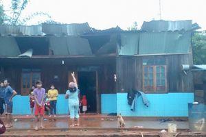 Lốc xoáy kinh hoàng, 41 nhà dân bị tốc mái, hư hại