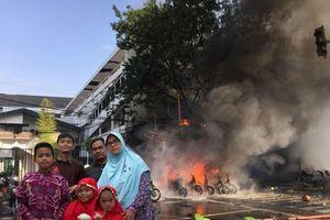Indonesia: Vụ đánh bom bên ngoài trụ sở cảnh sát ở thành phố Surabaya cũng do một gia đình tiến hành