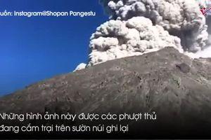 Cảnh núi lửa ở Indonesia phun trào như ngày tận thế