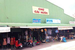 Tiểu thương bức xúc trước nhiều bất cập chợ tại Cái Nước