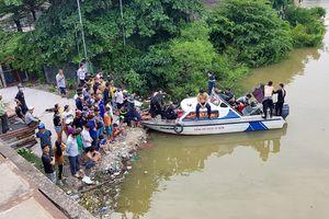 Cùng bạn đi tắm ở kênh Đôi, bé trai 8 tuổi mất tích