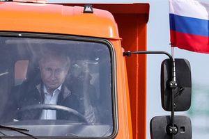 Tổng thống Putin khen ngợi cầu Crimea, ông Poroshenko phẫn nộ