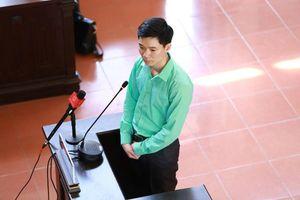 Vì sao bác sĩ Hoàng Công Lương dùng quyền im lặng trước tòa?