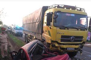 Xe 4 chỗ đấu đầu xe tải, 1 người tử vong tại chỗ