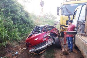 Ô tô con đâm trực diện xe tải, 4 người thương vong